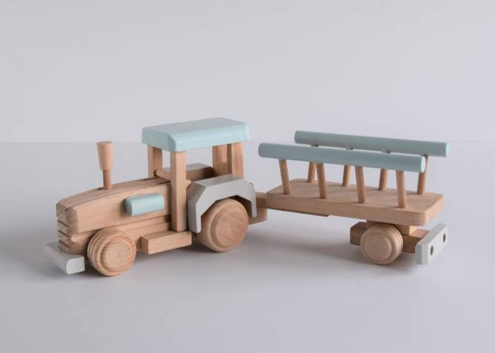 Drewniany traktor z wozem