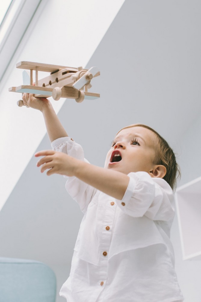 Drewniany samolot retro - awionetka