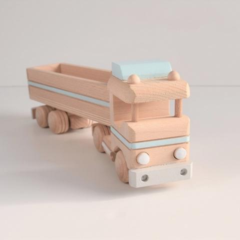Drewniana ciężarówka z przyczepą